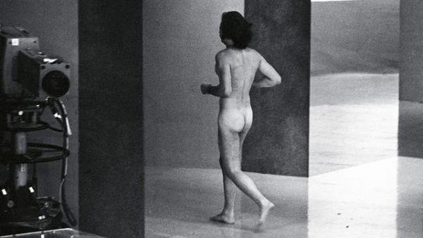 Феномальным курьезом в 1974 году стал случай с выбеганием на сцену абсолютно голого ЛГБТ-активиста Роберта Опеля. Роберт прославился на весь мир