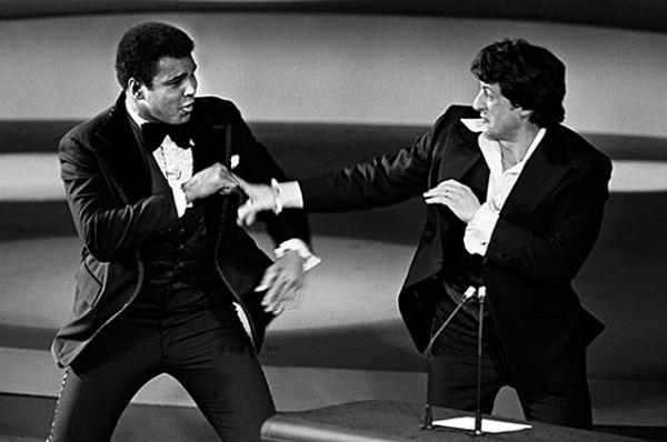 В 1977 году на вручении мировой кинопремии Сильвестр Сталоне и Мохаммед Али устроили шуточный поединок. Было забавно наблюдать за легендой бокса и легендой боевиков