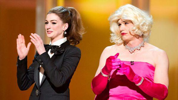 В 2011 году ведущие кинопремии Джеймс Франко и Энн Хэтэуэй решили поменяться нарядами