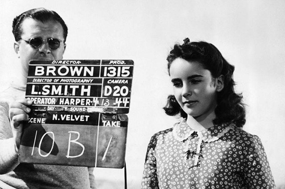 Два года спустя она запомнилась зрителям как юная всадница в неувядающей семейной классике «Национальный бархат» (1944).