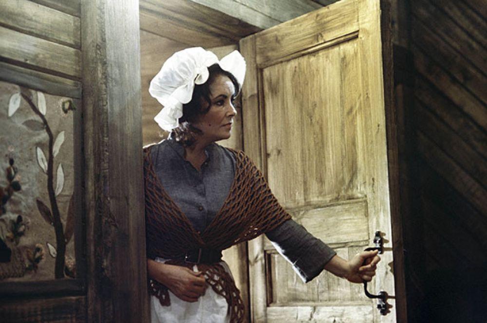 В 1976 году снялась в «Синей птице» — советско-американском музыкальном фильме-сказке по одноимённой пьесе Мориса Метерлинка.