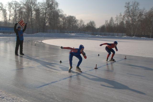 Поболеть за конькобежцев зовут на стадион «Красная звезда»..