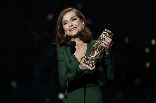 Лучшая актриса – Изабель Юппер, «Она» (за роль Мишель Леблан).