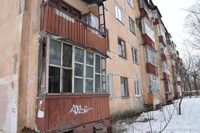 В квартирах жителей дома мокнут стены и потолки.