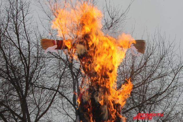 Оренбуржцы отпраздновали Масленицу и проводили зиму