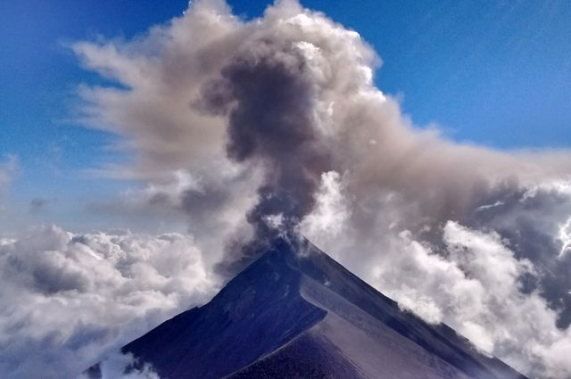 В Гватемале второй раз за год началось извержение вулкана Фуэго