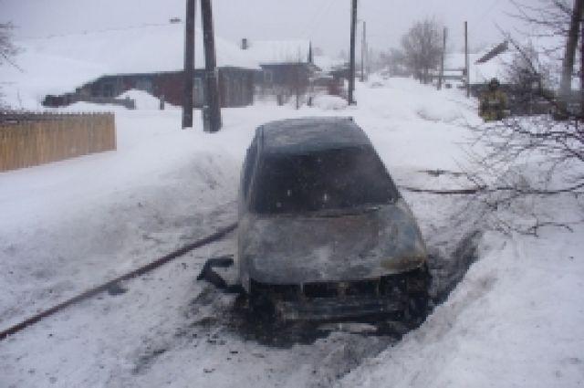 Мужчина иженщина живьем сгорели вавтомобиле