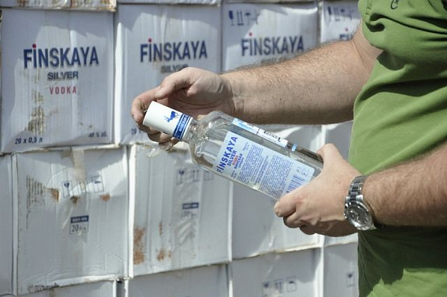 ВПетербурге нетрезвый ребенок спистолетом пытался вынести водку