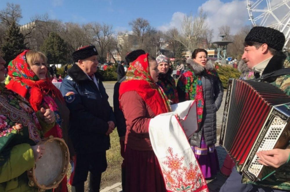 Перед ростовчанами выступили также казаки – в том числе казачий ансамбль станицы атаманской Ворошиловского района «Звонница».