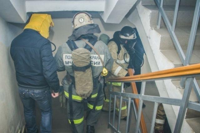 Ночью изгорящего дома наулице Сафронова вКалининграде эвакуировали 13 человек