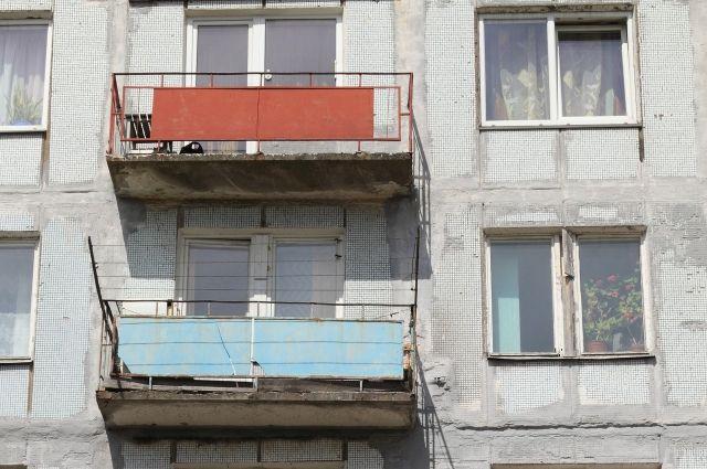 Балкон пятиэтажного дома разрушился вКургане