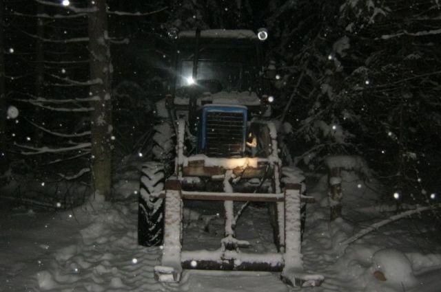 Ночью вселе Богословка полыхнули два трактора