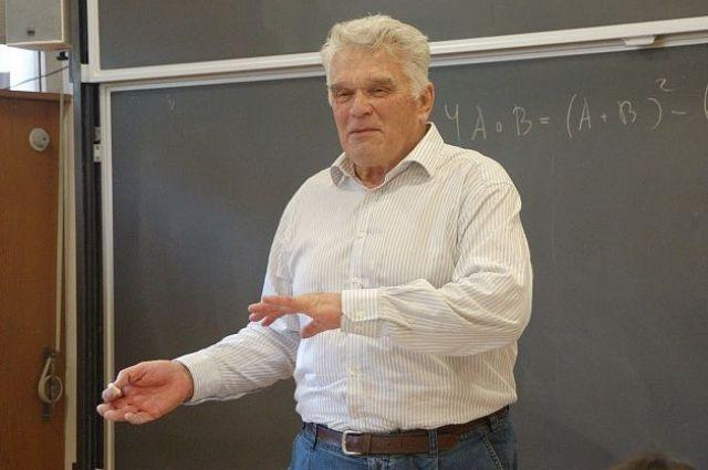 Ученый не дожил месяц до своего 83-летия.