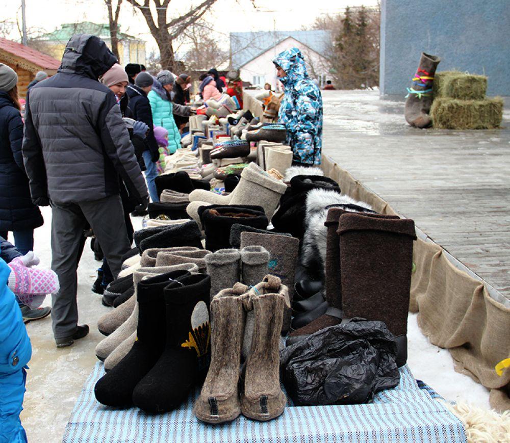 Главный товар ярмарки во Владимирском саду оказался явно не по сезону...