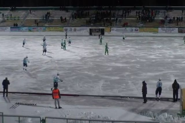 В матче чемпионата России по хоккею с мячом было забито 20 автоголов