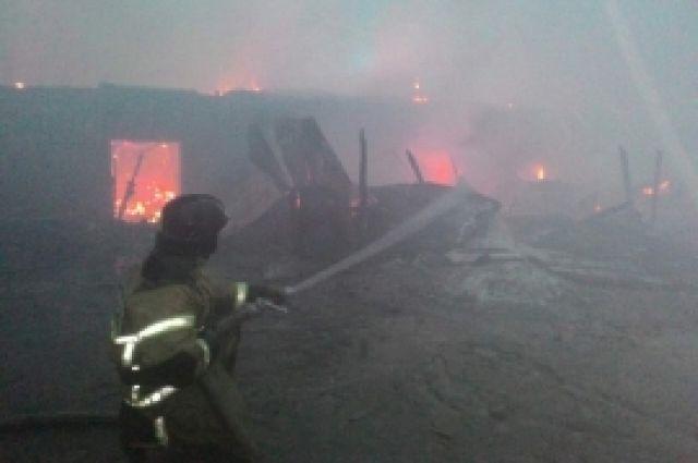 Мощный пожар вКрасноярском крае: пылают магазины ицех