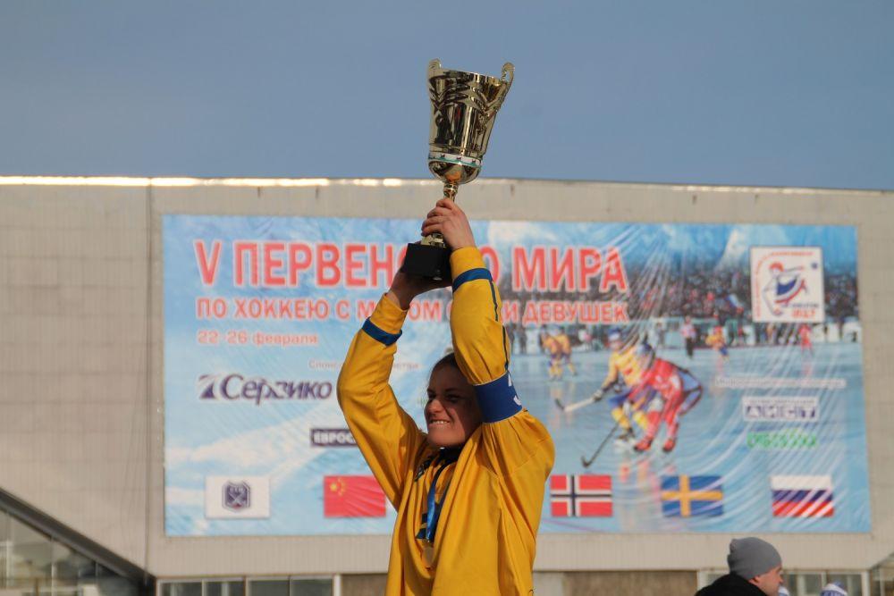 Швеция – победитель V первенства мира по русскому хоккею среди девушек до 17 лет.