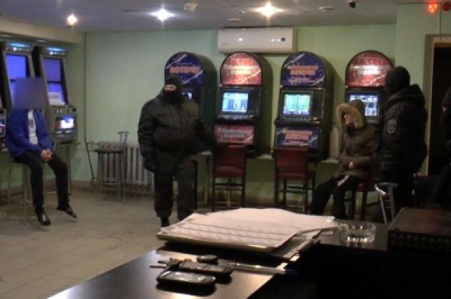 Если факт азартных игр подтвердится, владельца организации привлекут к ответственности.