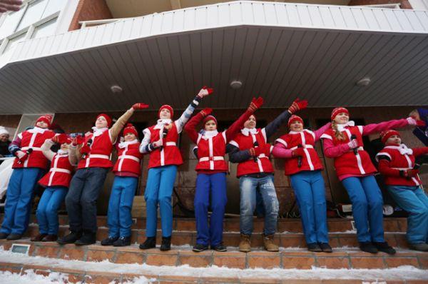 На торжестве выступили ребята из студии эстрадного вокала «ДЕБЮТ»