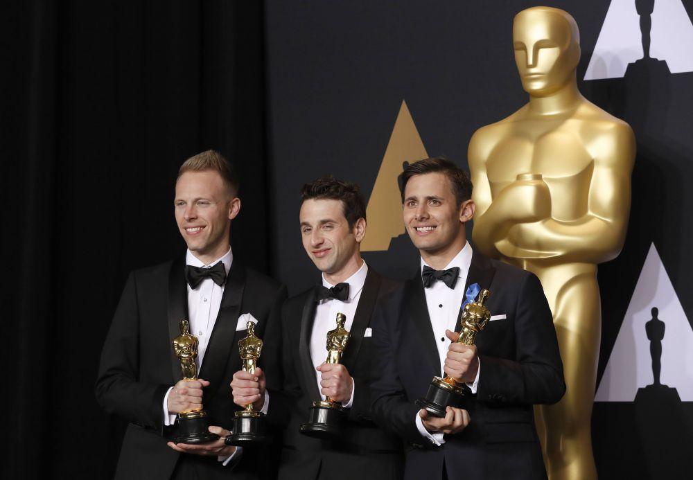 Джастин Пол, Джастин Гурвиц и Бендж Пасек - приз за лучшую песню «City Of Stars» («Ла-Ла Ленд»).