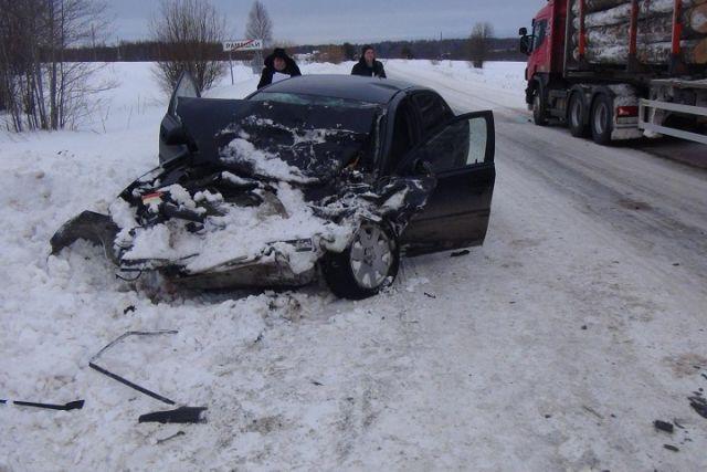 ВГрязовецком районе легковушка влетела в грузовой автомобиль, пострадала девочка