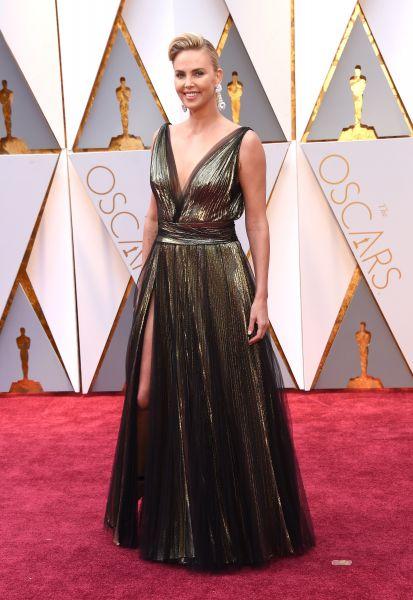 Для красной дорожки Шарлиз Террон выбрала платье от Christian Dior и не прогадала