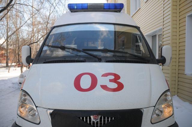 ВМахачкале «Приора» врезалась врекламный щит: пострадали два человека