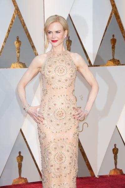 Платье от Armani Prive отлично подошло 49-летней Николь Кидман, которая находится в отличной форме