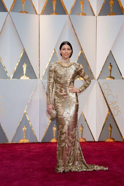 Актриса и супруга Джастина Тимберлейка Джесиска Бил появилась в золотом наряде от Кaufmanfranco