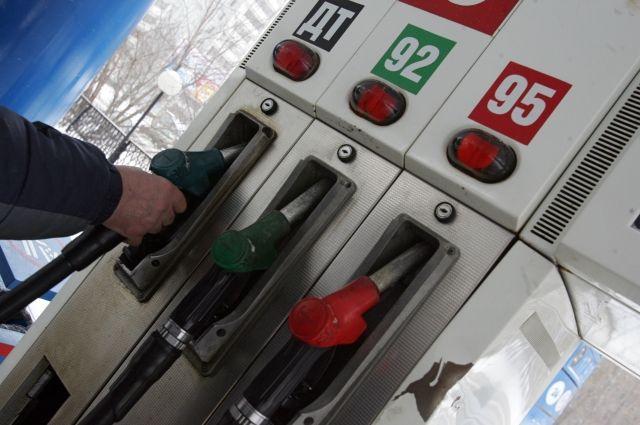 Бензин вБарнауле остаётся одним изсамых дешёвых вгосударстве