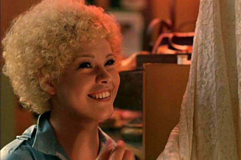 Мариша, дежурная в «Интуристе», в фильме «Вокзал для двоих» (1982).