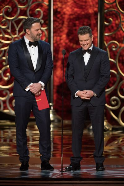 Бен Аффлек и Мэтт Дэймон тоже появились на сцене чтобы вручить награду следующему номинанту