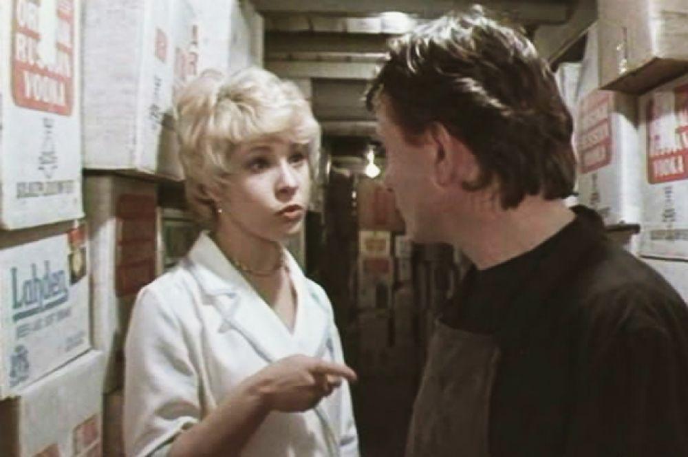 Продавщица Нядя в фильме «Блондинка за углом» (1984).