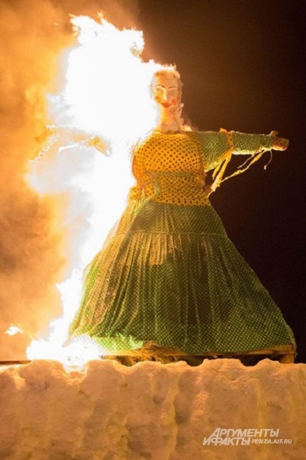 Кульминацией Масленицы и по сей день остается сжигание чучела Зимы - символа ухода зимы и наступления весны.