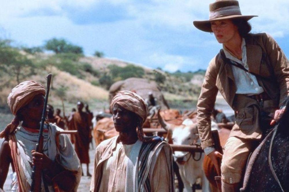 «Из Африки», 1986. Действие фильма происходит в 1914-1931 годах в Кении, и рассказана от лица датской баронессы Карен фон Бликсен-Финеке, которая вспоминает годы, проведённые там.