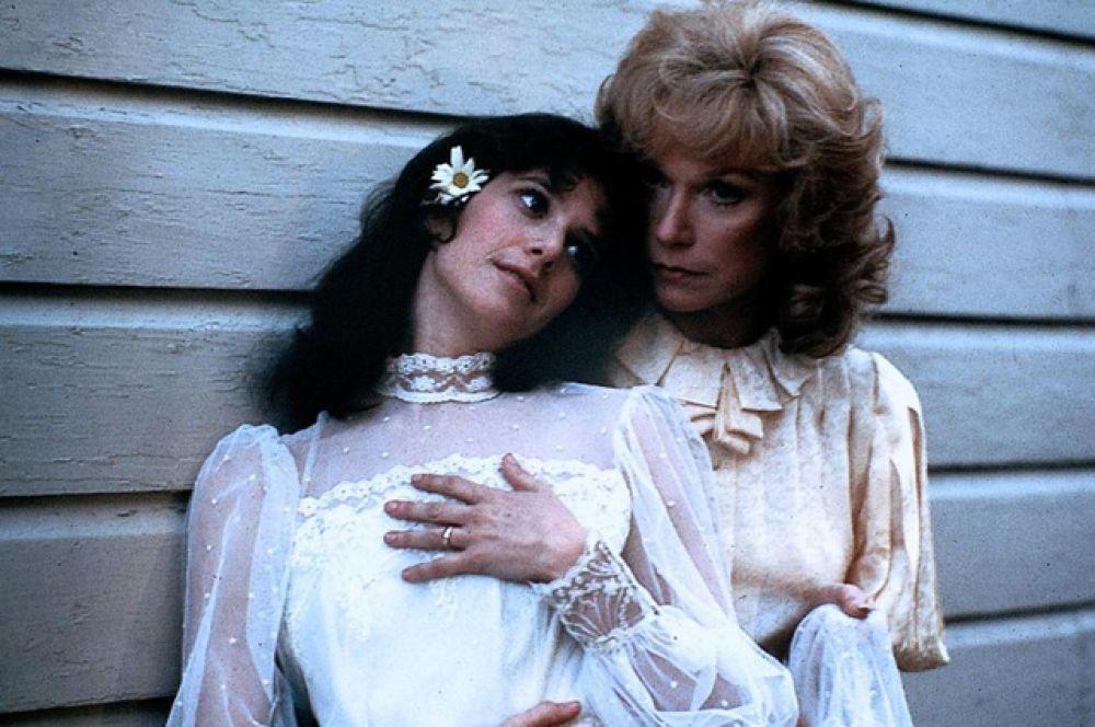 «Язык нежности», 1984. Мелодрама, рассказывающая о жизни и взаимоотношениях матери и дочери на протяжении тридцати лет.