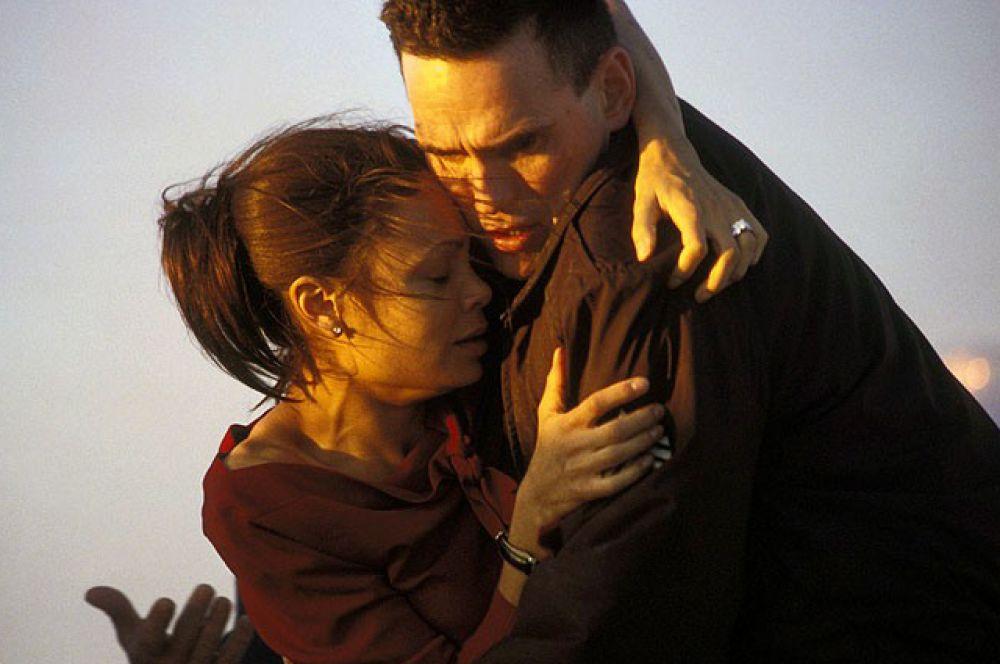 «Столкновение», 2006. Фильм состоит из нескольких коротких историй, объединённых одной общей темой — я в мире, я в обществе. Картина достаточно неожиданно для многих критиков обошла в конкурсе «Оскаров» считавшуюся фаворитом ленту «Горбатая гора».