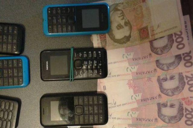 Деньги и телефоны