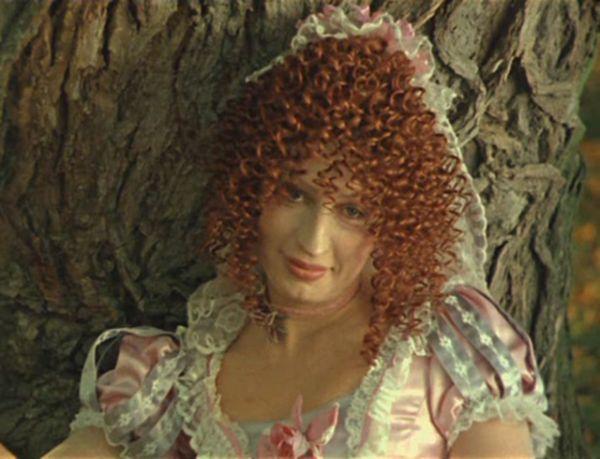 Доротея, воспитательница Инесы, в фильме «Дуэнья» (1978).