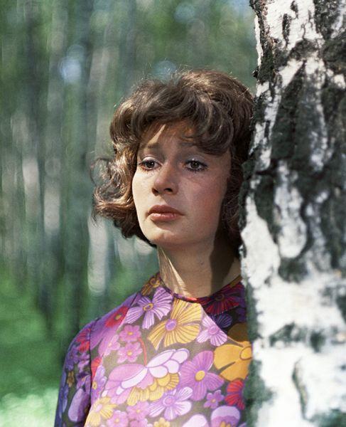 Актриса Татьяна Васильева в роли Кати в фильме «Право на прыжок» (1972).