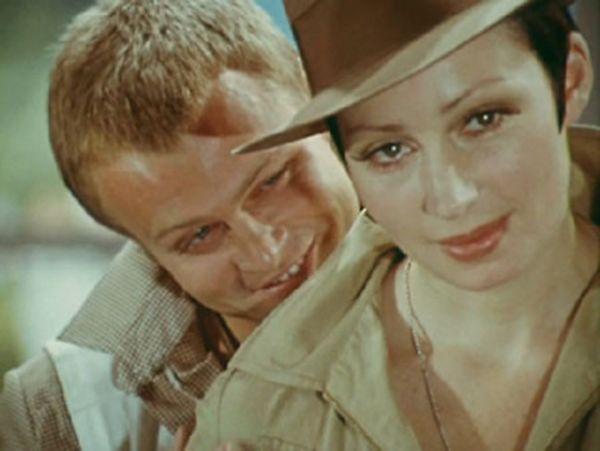 В роли прокурора в фильме «Адам женится на Еве» (1980).