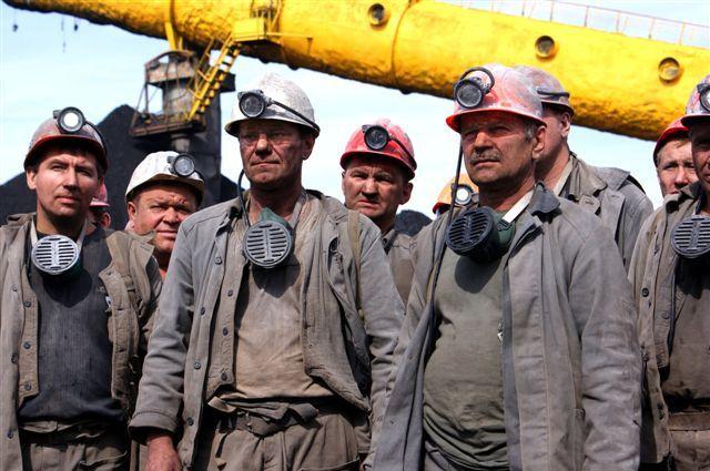 Двое рабочих погибли на кузбасских шахтах.