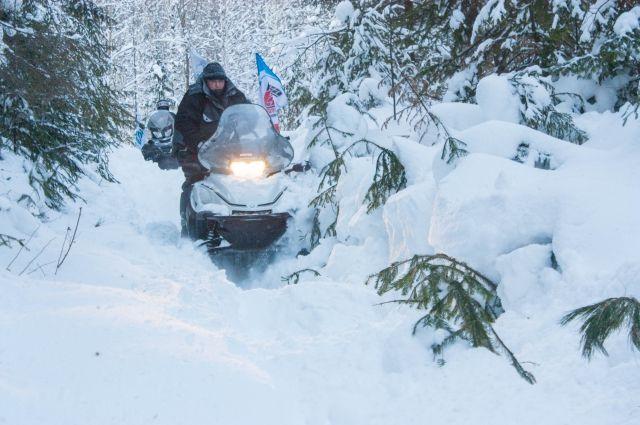 В операции было задействовано два снегохода.
