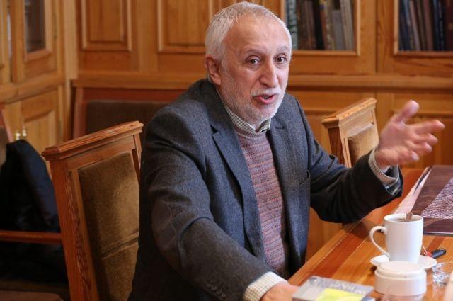 Николай Николаевич уверен, что с бесовщиной можно бороться и любовью.