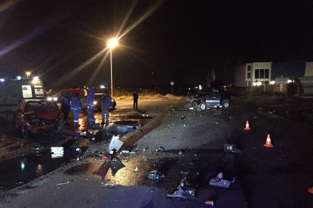 В результате аварии скончался водитель иномарки, спровоцировавшей ДТП.