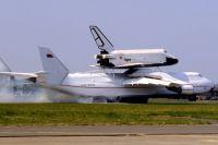 На авиасалоне в Ле-Бурже, 1989 год. Ан-225 и «Буран».