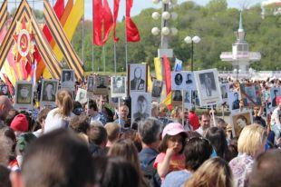 Тысячи людей присоединились к акции «Бессмертный полк».