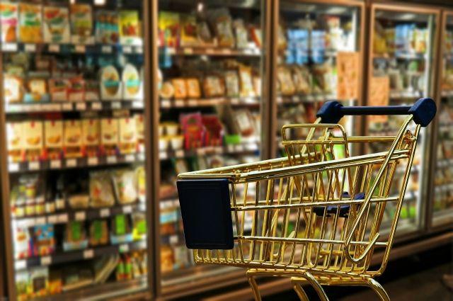 Большинство граждан России поддержало идею продуктовых талонов