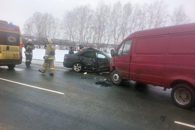 Дорогу не поделили автомобили «Nissan Almera» и фургон «ГАЗель».