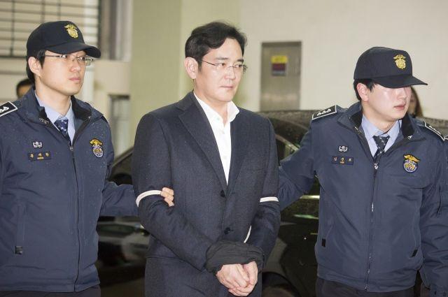 Главе Самсунг предъявили обвинения вкоррупции